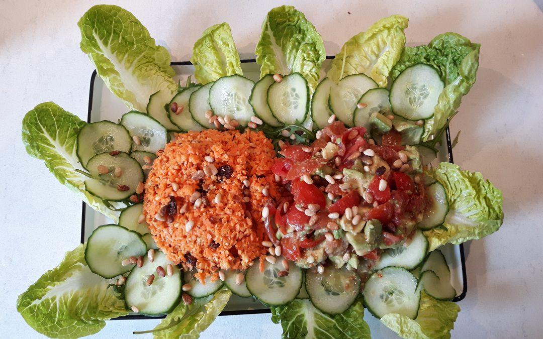 Frisse wortelsalade en avocado salsa