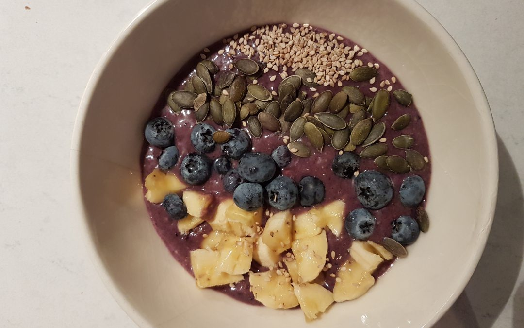 Smoothie bowl rode vruchten
