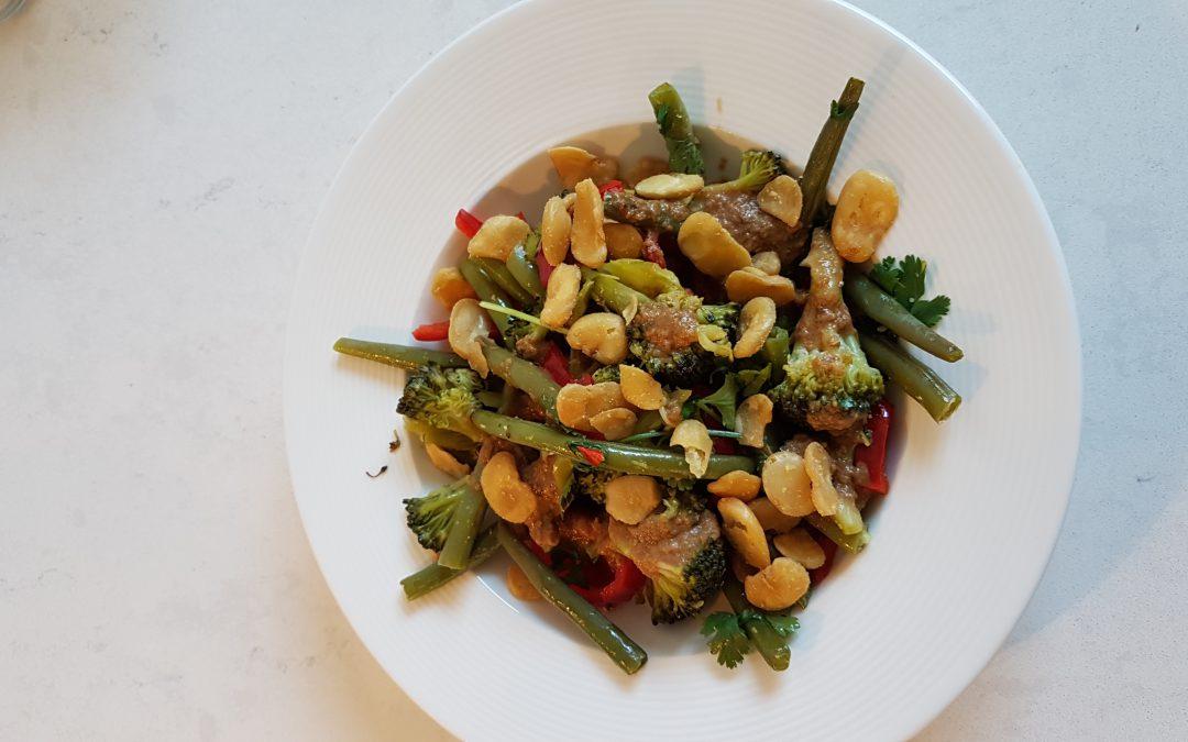 Broccoli- sperziebonen salade met miso dressing