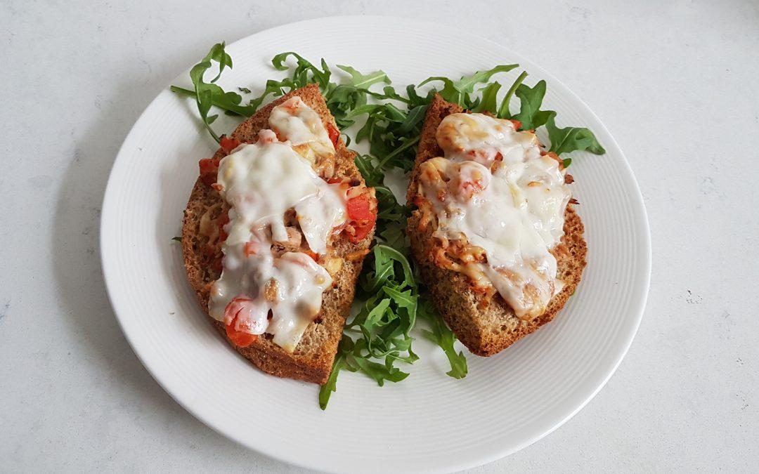 Broodje tonijn, tomaat