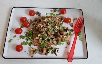 Broodje gebakken champignons